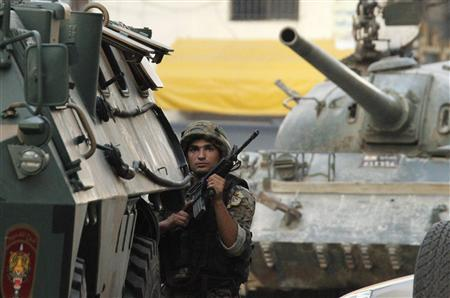Lebanese army surrounds Islamist gunmen as Syrian crisis spreads