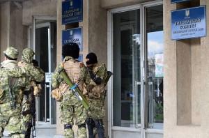 Slovyansk city council under control of masked armed men