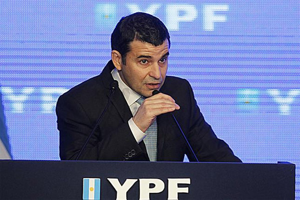 YPF strikes oil and gas in the Kirchner's province