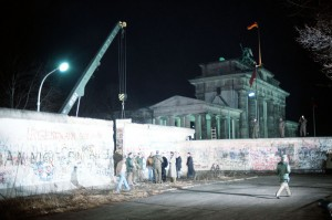 Crane removing part of the wall by Brandenburg Gate