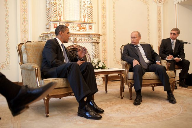 Obama and Putin briefly discuss Syria and Ukraine at APEC Summit