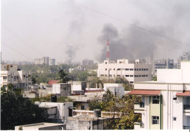 The skyline over Ahmedabad fills the air during the Gujarat pogroms in 2002 (Photo: Courtesy of WikiCommons)