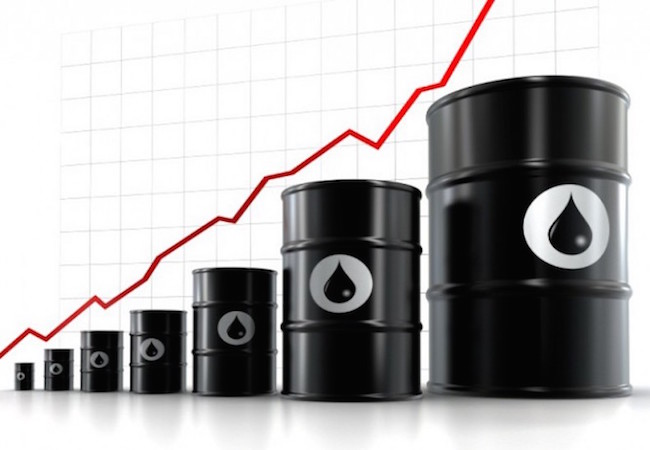Russia may lose 180 bln USD annually due to weak oil prices
