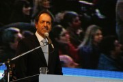 Presidential hopeful Scioli names Cristina Fernandez confident as his running mate