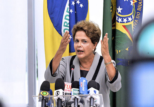 "Folha: ""President Rousseff's last chance to save her government"""