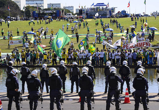 Rousseff's 'impeachment debate' takes to the streets with thousands turning out