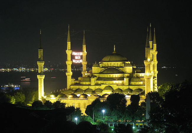 Sultanahmet Mosque in Istanbul, Turkey during Ramadan. (Photo: Courtesy of WikiCommons)