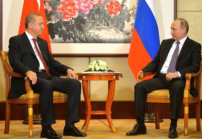 Russia and Turkey sign gas pipeline deal to benefit Europe